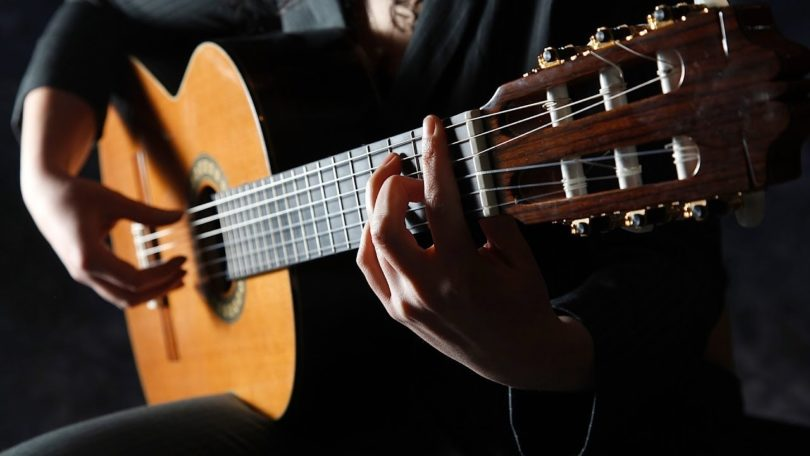 La guitarra acústica: Técnicas para tocar y ergonomía