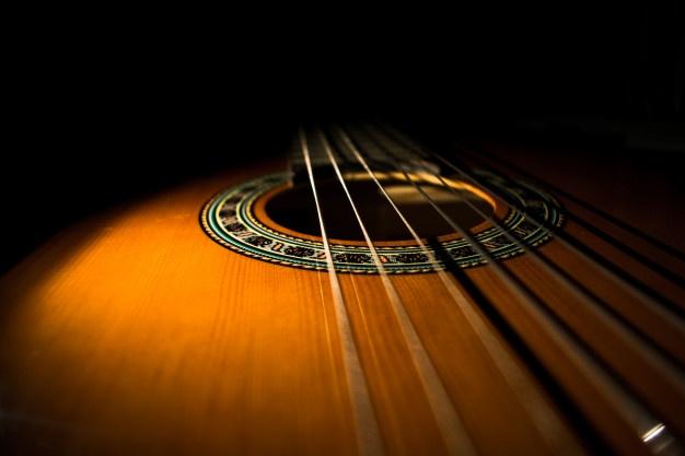 cuantas cuerdas tiene una guitarra 3