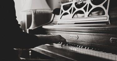 como aprender a tocar el piano de forma autodidacta