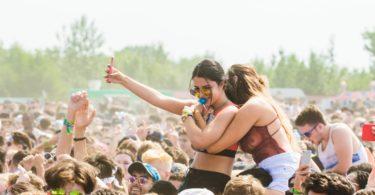 socializar en festivales