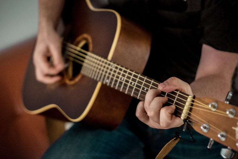 guitarras acusticos y guitarras clasicas